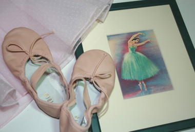 Ballet_shoes_and_print